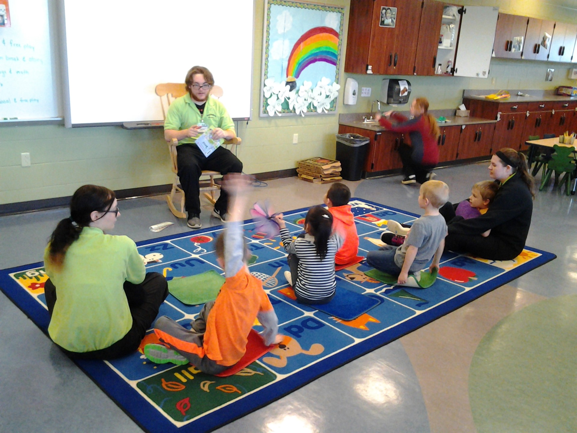 Preschoolers_on_rug_listening_to_ECE_student_reading