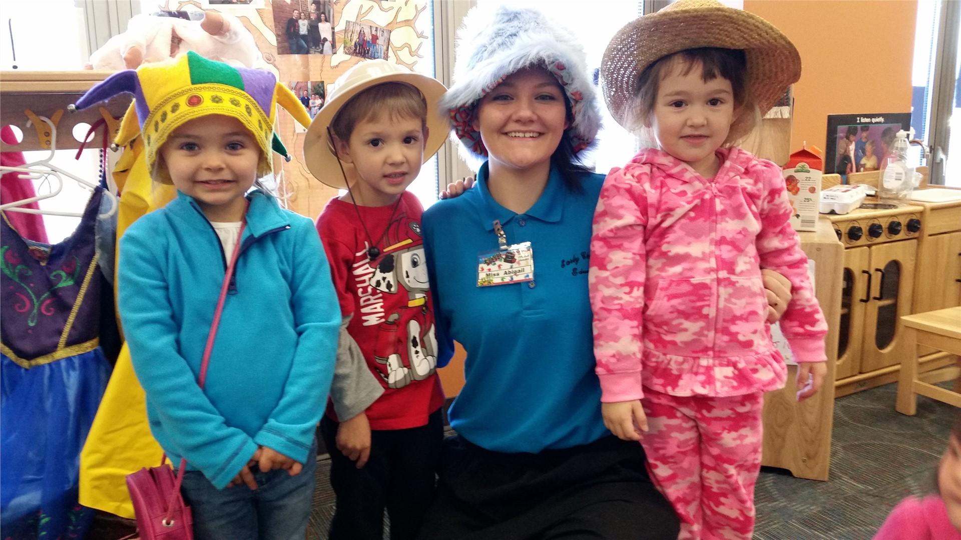 Preschoolers_in_funny_hats