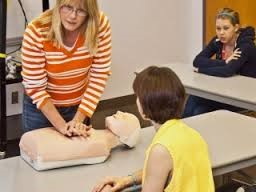 instructor showing student CPR